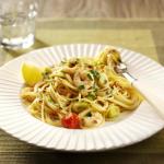 Pasta with leeks, chilli & prawns